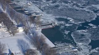 Ice jam on St. Clair River - Video