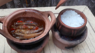 A very delicious Vietnamese traditional meal is cooked in pots called Đất Sét pot.  - Video