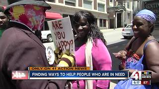 Masked man helps people in need in KC - Video