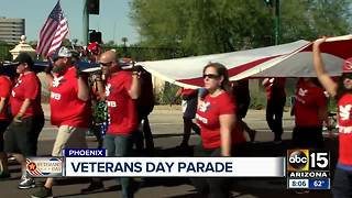 Crowds gathering for Veterans Day Parade in Phoenix - Video
