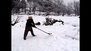 Extreme Snow Hockey - Video