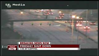Deputies shut down I-43 Southbound at Capitol - Video