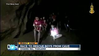 Race to rescue boys from cave - Video