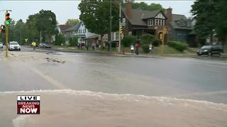 Water main break shuts down east side Milwaukee intersection. - Video