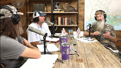 Jase Teaches His Dog to Call Ducks, the Bacon Cartel, and Late-Night Baptism Stories | Ep 260