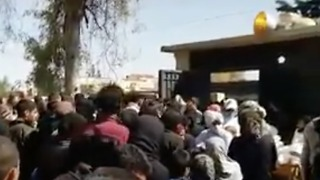 Hundreds Gather at Reception Camps After Evacuations from East Ghouta - Video