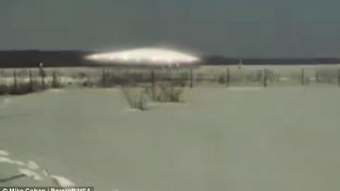 Siberian UFO-Aliens Shows A Strange Glowing Space Craft On The Ground-March 01, 2011