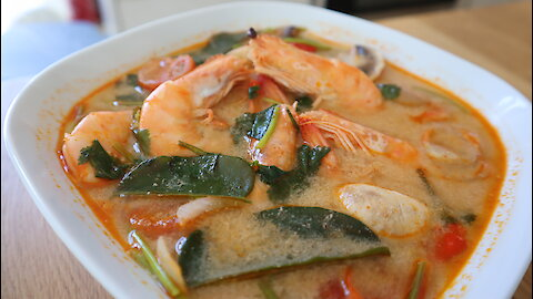 How to make Thai spicy prawn soup