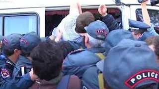Armenian Police Bundle Protester Into Van as Anti-Government Protests Continue - Video