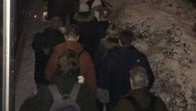 Passengers Abandon Train, Head Out on Foot After Waiting Hours - Video