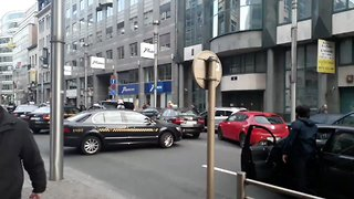Taxis Block Rush Hour Traffic in Brussels in Uber Dispute - Video