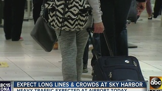 Expect long delays at Sky Harbor during holidays