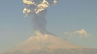 Powerful Eruption at Mexican Volcano During April 2015 - Video