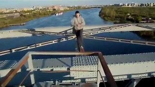 Crazy Freerunning Tricks From Russian Daredevils - Video