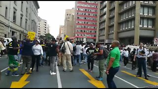 Zuma supporters chased away from ANC headquarters, Johannesburg (Wby)