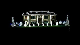 Home's light show set to 'Christmas Vacation'