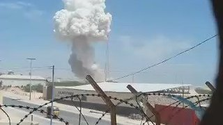 Huge Plume of Smoke Rises Over Blast Site Near Mogadishu Airport - Video
