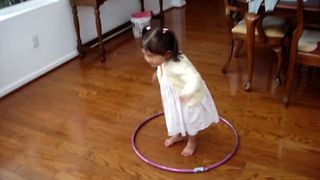 16 Kids Who Can't Stop Hula Hooping - Video