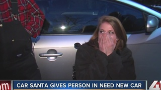 Car Santa gives away cars to those in need - Video