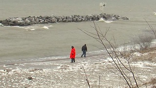 Recovery efforts continue for missing plane in Lake Erie - Video