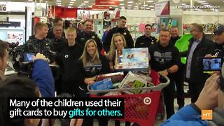 Police officers spread Christmas cheer to children of fallen officers - Video