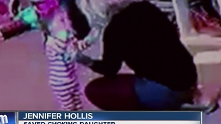 Quick-thinking mom saves choking daughter - Video