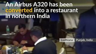 Aeroplane dining attracts foodies in northern India - Video