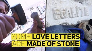 Carving support for migrants in Paris - Video
