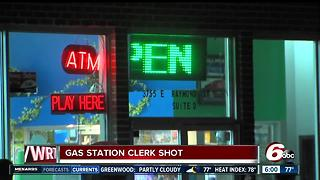 Gas station clerk shot after giving money to robber - Video