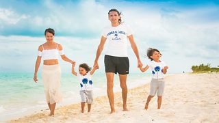 Round the world family travelled to five continents for free using flight hack - Video
