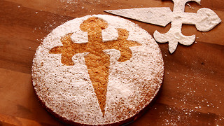 Tarta de Santiago: Traditional Spanish almond cake - Video