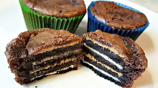 Brownies stuffed with Oreos and peanut butter - Video