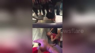 Little girl trapped in escalator by her hair - Video