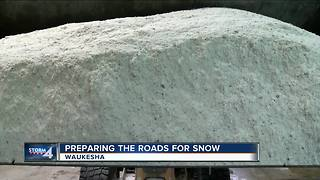 Preparing the roads for snow in Waukesha - Video