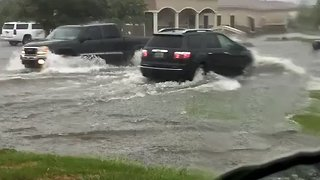 Flash Flooding Swamps Roads in Mobile, Alabama - Video