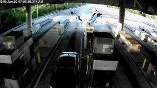 Violent crash at Florida toll plaza caught on camera - Video