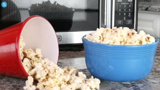 How to make delicious (and healthy) brown bag microwave popcorn - Video