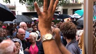 Catalan voters cheered by locals as the leave polling station - Video