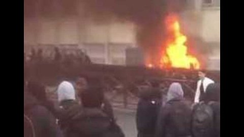 Car Burned Outside School in Paris Suburb as Student Protests Continue