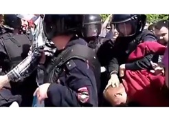 Russian Riot Police Detain Protesters During Anti-Corruption Demonstrations
