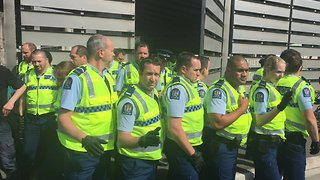 Police Remove Protesters Blockading 'Weapons Conference' - Video