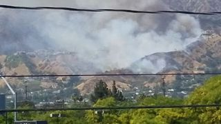 Burbank Brush Fire Triggers Mandatory Evacuations - Video