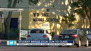 Student brings stun gun to class - Video
