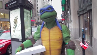 Teenage Mutant Ninja Turtles invade downtown Montreal - Video