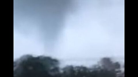 'Get in the Basement!': New Jersey Dad Shouts Warning as Tornado Looms