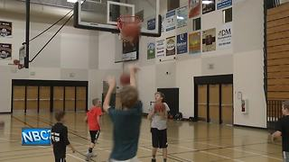 Youth basketball players play in Hoops 2 Help - Video