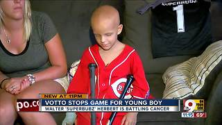 Joey Votto stops game for young fan with cancer - Video