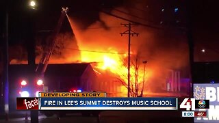 Fire destroys Lee's Summit School