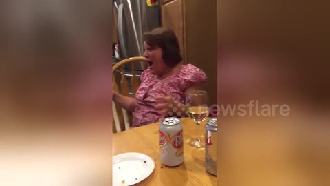 Mom's hilarious reaction to daughter's pregnancy reveal using card game