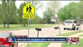 Parents worried about children safety going to school - Video